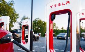 Tesla отваря Supercharger зарядна станция в София до няколко месеца