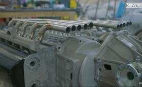 Знаете ли как се прави 20-цилиндров мотор? Съединяват се два V10, разбира се...