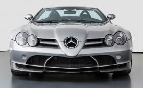 Този Mercedes-Benz SLR McLaren Roadster 722 S е на 600 км и се продава за 1,8 млн. лв.