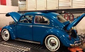 Този VW Beetle 'STI' разполага с 350 коня и звучи чудесно
