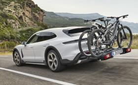 Колелата, качени на багажника на Taycan Cross Turismo, струват по 10 хил. евро