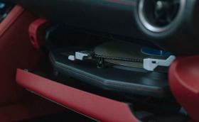 Lexus IS Wax Edition e готина кола с… грамофон в жабката