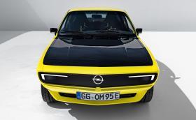 Opel Manta GSe ElektroMOD е чисто електрическа ретро концепция със 147 коня и стерео Marshall
