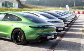 Porsche вика всички Taycan-и в сервизите