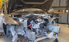 В тази Tesla Model S работи… 6,2-литров V8 от Camaro SS