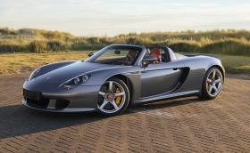 Това Porsche Carrera GT е било на Дженсън Бътън. Продава се за над 1,4 млн. лв.