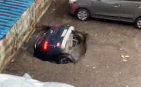 Опс! Вертикално паркиране в Индия (Видео)