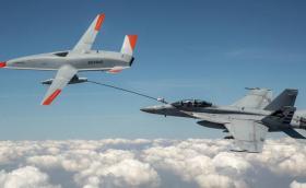 Boeing създаде безпилотен дрон, който зарежда изтребители във въздуха! (Видео)