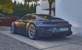 Това е Porsche 911 992 GT3 Touring! Крилото е аут!