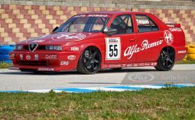 Тази състезателна Alfa Romeo 155 TS може да бъде ваша