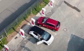 Tesla отваря мрежата от суперзарядни и за други електромобили