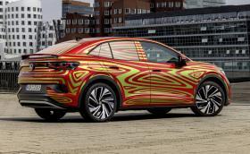 VW показа новия ID.5, сваля камуфлажа за IAA