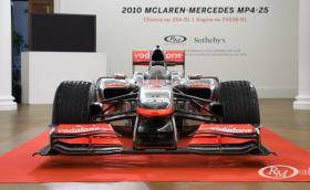 Това е McLaren-Mercedes MP4-25А, болидът на Хамилтън от сезон 2010. Колата се продава