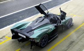 Aston официално представи Valkyrie Spider – 1150-конен ураган без покрив