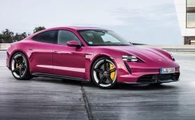 Porsche вече предлага Taycan в розово. За щастие има и други промени по колата за 2022 г.