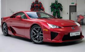 Този Lexus LFA е на 2000 км и се продава за… 1,4 млн. лв.!