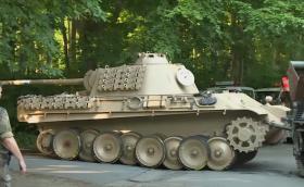 Глобиха немски пенсионер с 250 000 евро, защото държал танк от Втората световна война в мазето си