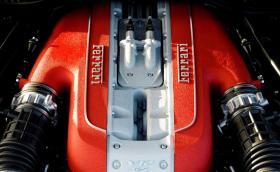 Ferrari слага турбо на V12, за да оцелее в еко епохата