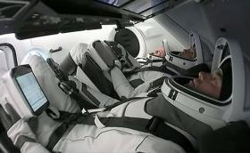 """Crew Dragon Resilience вече обикаля около Земята с четирима """"цивилни"""" на борда"""