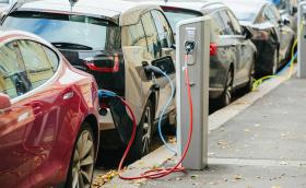 ЕС: Къде се нарежда България по брой електромобили и зарядна инфраструктура?