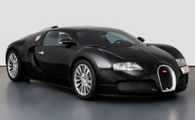 Това е едно от първите Bugatti Veyron въобще. На 15 г. е и се продава за… 3,14 млн. лв.!