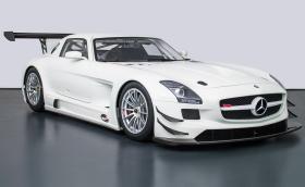 Този Mercedes-Benz SLS AMG GT3 е на седем години и на 0 км! Мощен е 540 коня и струва 892 500 евро