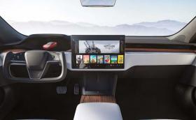 Tesla сменя волана на Model S в най-голямото обновяване на седана досега