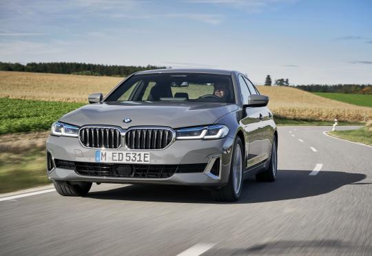 Новите BMW 320e и 520e са добра идея, ако имате гараж