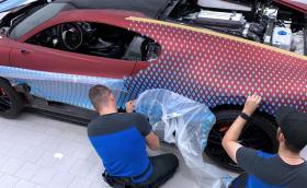 Вижте как се боядисва струващото 5 млн. евро Bugatti Divo