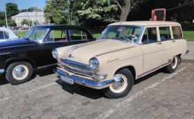 Съветските коли у нас се превръщат в колекционерска рядкост. Ето колко броя са останали от марки като Запорожец, Варшава и Чайка