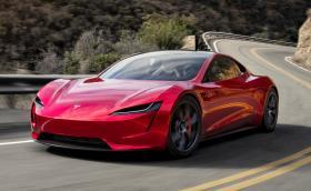 Tesla Roadster ще лети, а Semi идва с внушителна батерия