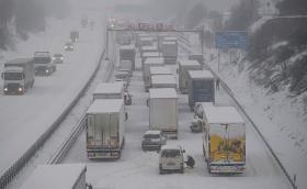 Снежна буря в Германия доведе до 70-километрово задръстване