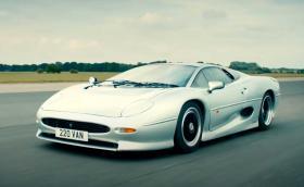 Колко вдига днес най-бързата кола от 90-те Jaguar XJ220? (Видео)
