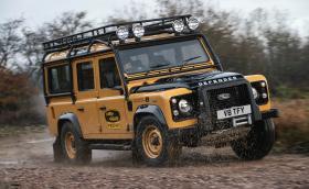 Land Rover пуска 25 екземпляра Defender Works V8 Trophy с 405 коня, готови за Апокалипсиса