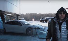 Руснак изкара Porsche Taycan през витрината на шоурум (Видео)
