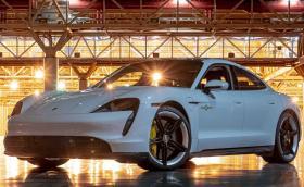 Porsche Taycan счупи рекорда за скорост на закрито (Видео)