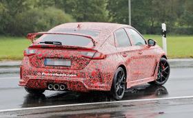 Още снимки на маскираната нова Honda Civic Type R