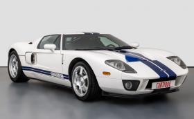 Този 2006 Ford GT прекрасен, на 2600 км и може да бъде ваш за… 400 000 евро!