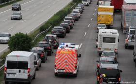 Новите глоби в Германия: 320 евро, ако на аутобана изрежете колоната през лентата за линейки
