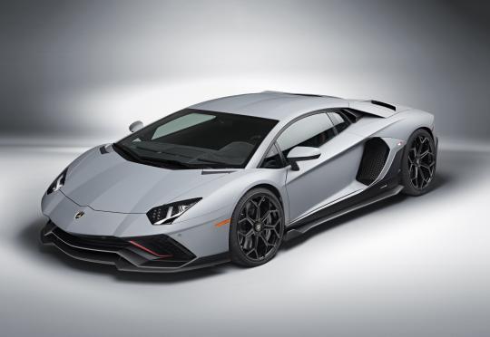 Lamborghini вече не приема поръчки за Aventador и не заради чиповете