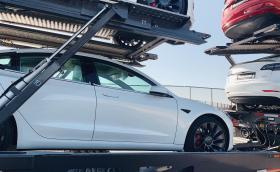 Tesla Model 3 изпревари Clio и Sandero като най-продавана кола в Европа