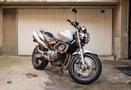 """Бултрако"" отвориха хотел за мотоциклети. Цената е 60 лв./месец или 300 лв. за 6 месеца"