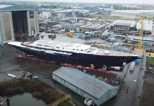 Джеф Безос купи най-голямата яхта в света, струваща 500 млн. долара