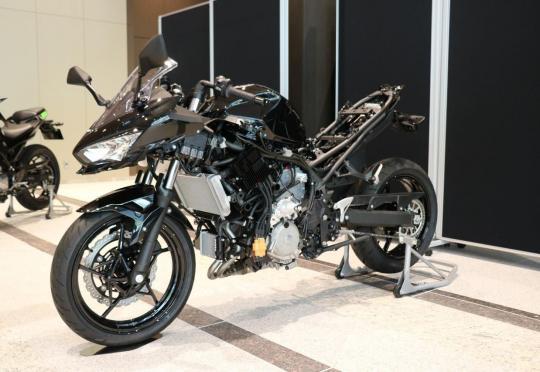 Kawasaki разработва хибриден мотоциклет. И също електрически, както и… водороден
