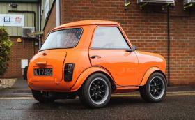 """Това 1968 Morris Mini е… наистина """"мини"""""""
