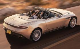 Aston Martin DB11 Volante е красиво кабрио с 510-конен AMG V8 и покрив тестван в Долината на смъртта
