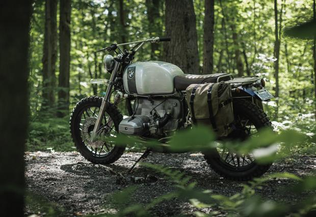 Брезентови дисаги и централен мост за багаж, Clockwork Motorcycles BMW R100 е гъвкав байк.