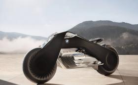 BMW направи мотор, който не може да падне? Видео