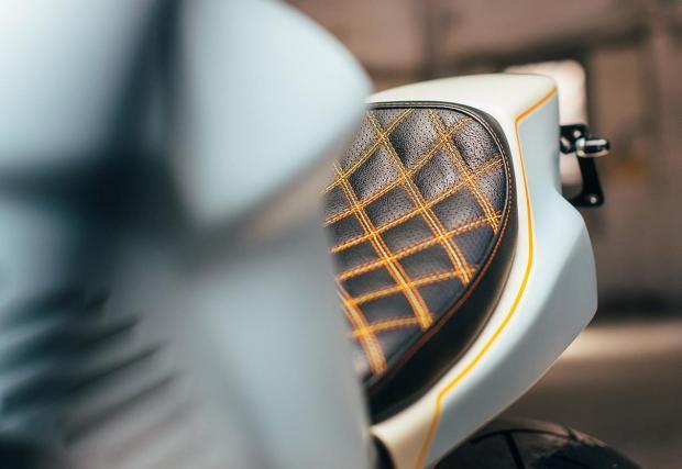 19 великолепни кадъра. 2004 Honda CBR954RR Fireblade