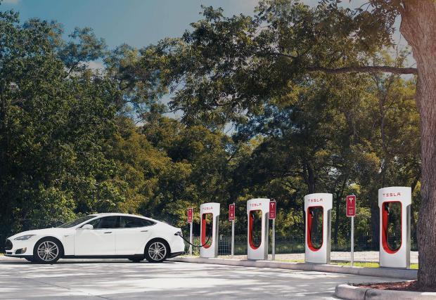 """Supercharger """"колонките"""" на Tesla са с мощност от 120 киловата"""